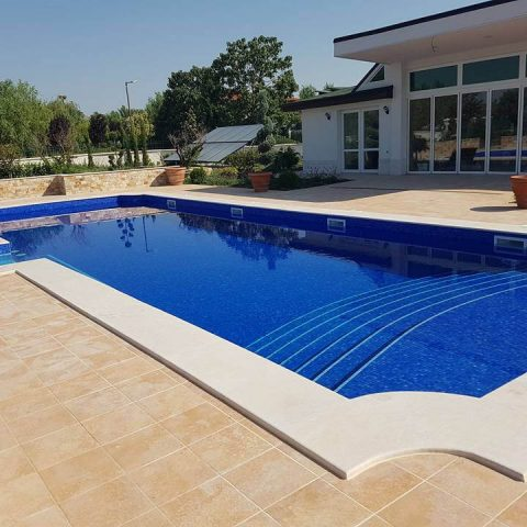 Строителство на басейн, гараж и закрито барбекю